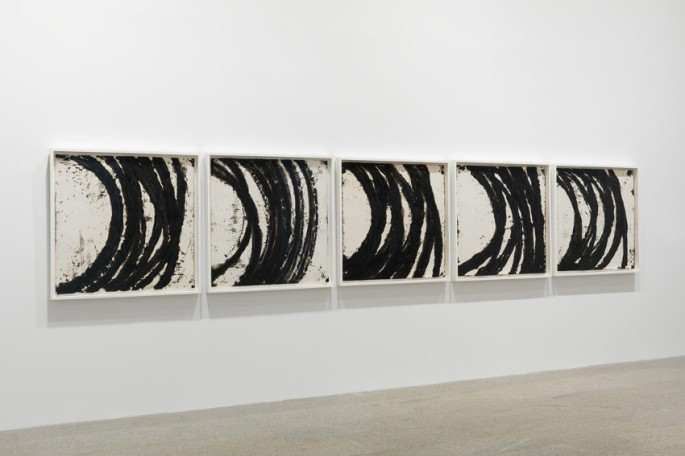 richard-serra-a-drawing-in-five-parts-metropolitan-museum-of-art-new-york-2011-installation-view-photo-via-metmuseum-org